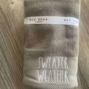 Rae Dunn - set of 2 Hand Towels - Sweater Weather